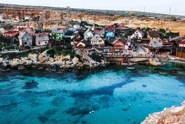 Anchor Bay, Popeye Village. Una de las playas más famosas de Malta