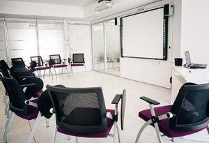 Salon de ACE English Malta
